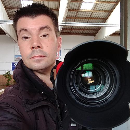 Gern begleite ich auch Ihr Turnier mit meiner hochwertigen Kameraausrüstung. Das Foto zeigt mich in der Fachschule Voltigieren in Hohenhameln (Niedersachsen).