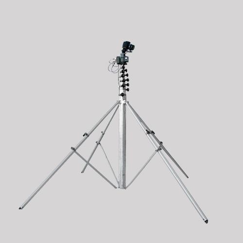 Das mobile Hochstativsystem der Agentur DigitalVisionDesign (max. Höhe ca.: 15,5 m, Stellfläche: 2,0 m², Gewicht: 25 kg (ohne Kamera + Zubehör)).